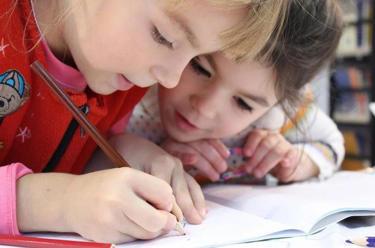 Братьев и сестёр будут зачислять в одну школу независимо от прописки