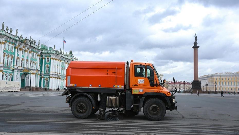Дорожники Петербурга потратили в аномальную жару весь сезонный запас воды
