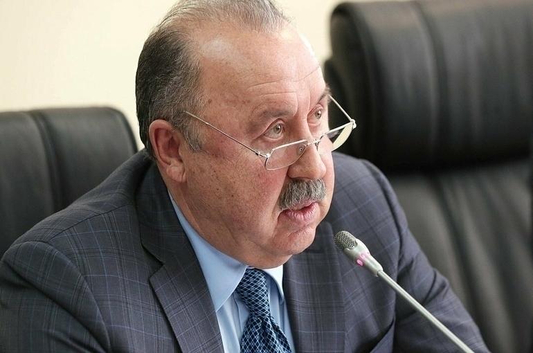 Газзаев: во главе национальной сборной по футболу должен быть только российский тренер