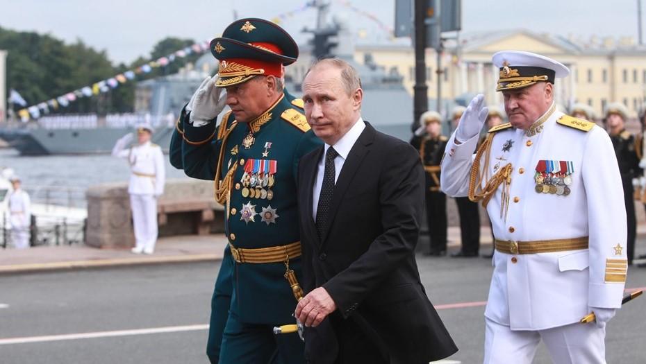Главный Военно-морской парад в Петербурге 25 июля примет Владимир Путин