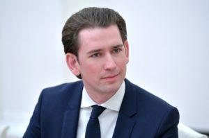 Курц заявил об «огромных проблемах» с мигрантами в Австрии
