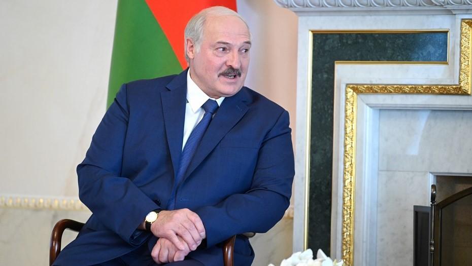 Лукашенко назвал жару в Петербурге терпимой по сравнению с белорусской