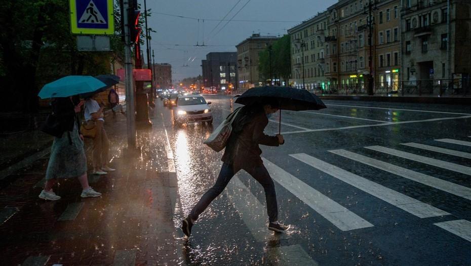 МЧС предупреждает: на Петербург надвигается гроза с сильным ветром