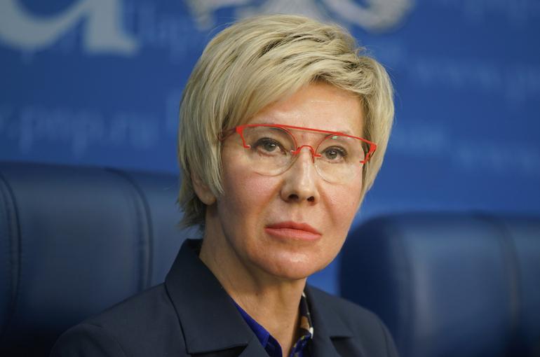 Павлова призвала доработать механизм контроля за использованием детских пособий