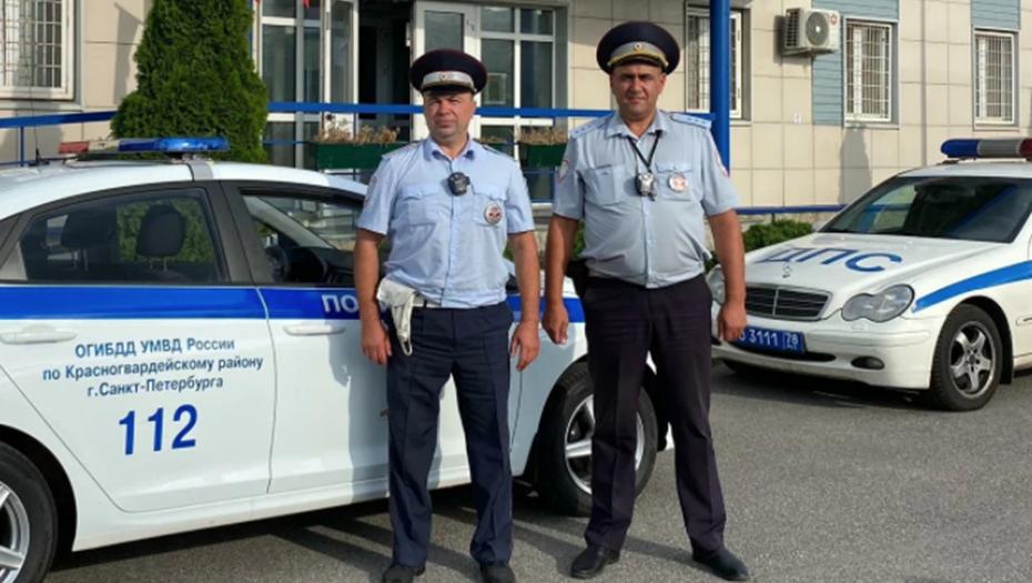 Петербургский полицейский вновь пришёл на помощь опаздывающим в роддом