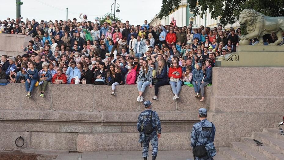 Петербуржцев не пустят на парад в День ВМФ