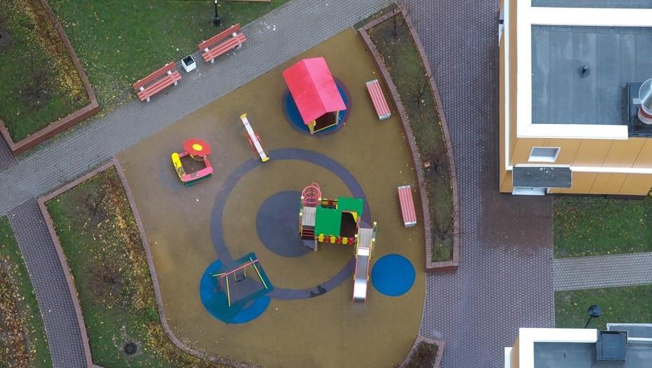 Пятилетний петербуржец сломал позвоночник на детской площадке в Купчино