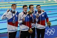 Пловец Евгений Рылов выиграл золото Олимпиады на дистанции 200 м на спине