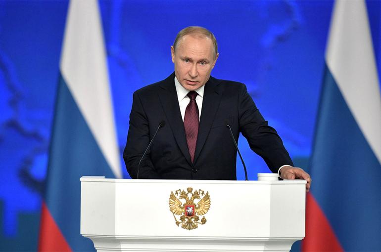 Президент принимает Главный военно-морской парад в Санкт-Петербурге