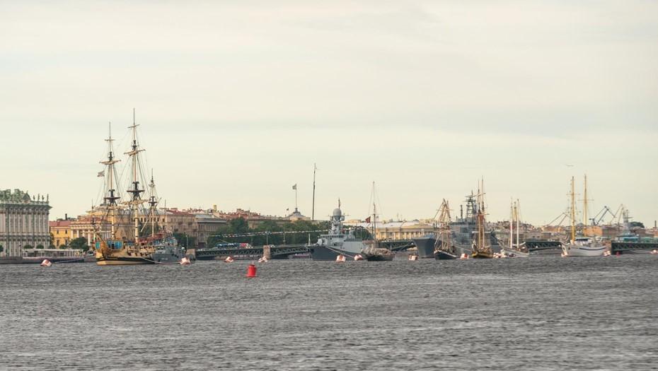 Проход кораблей по Неве отрепетировали последний раз перед парадом