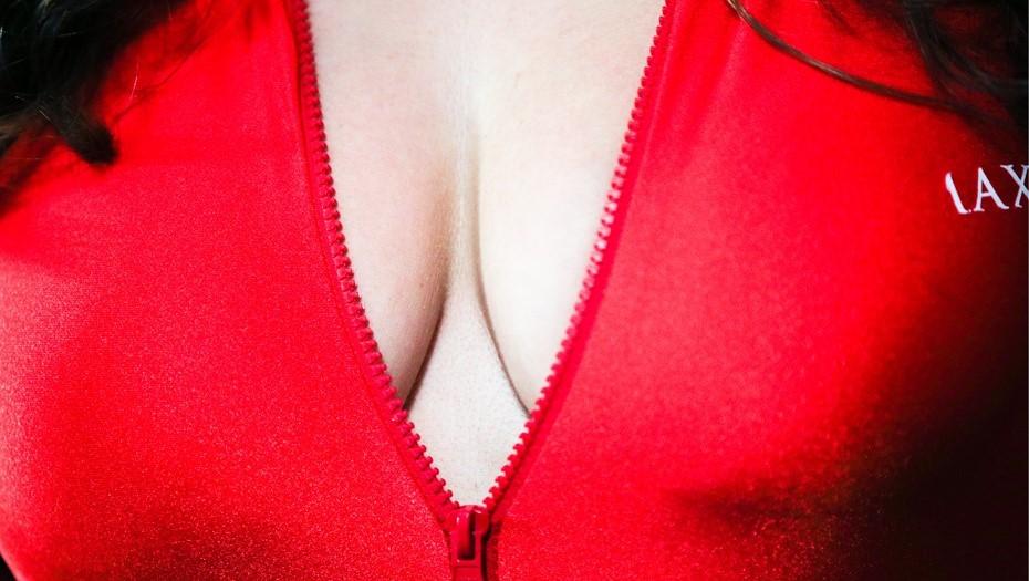 Слухи о росте груди после вакцинации спровоцировали прививочный ажиотаж