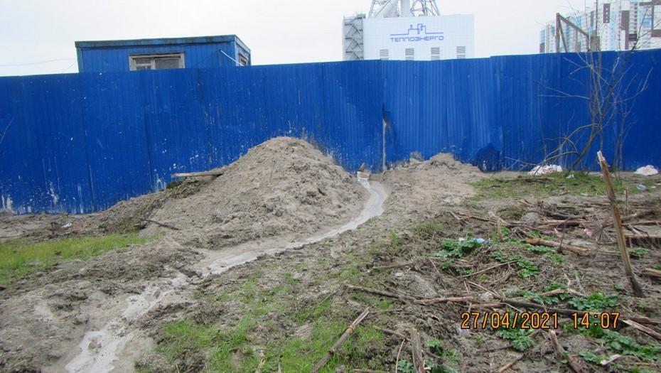 В Петербурге компанию оштрафовали за сброс цемента в реку Каменка