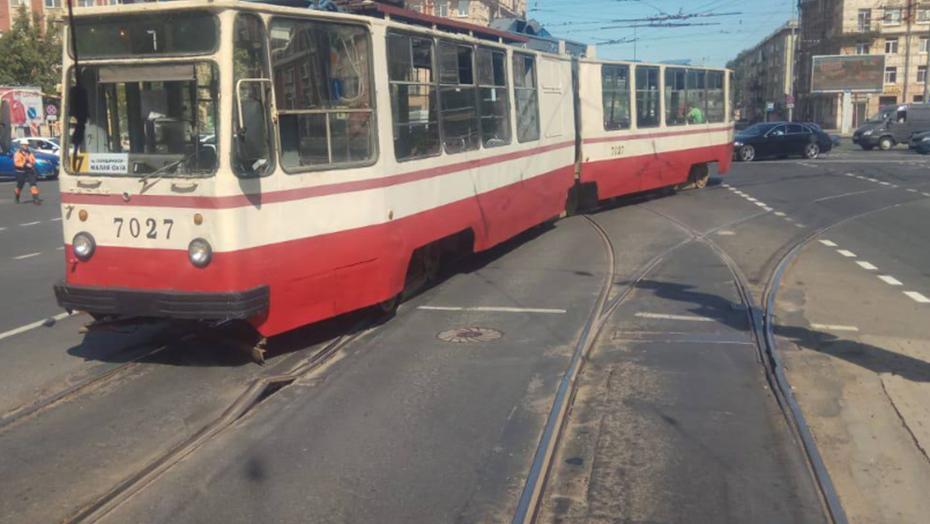В Петербурге лопнувшие от жары рельсы остановили трамваи на 1,5 часа