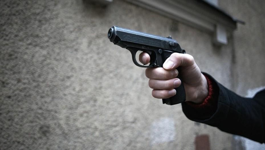В Петербурге пьяный мужчина ранил подростков, открыв стрельбу из окна
