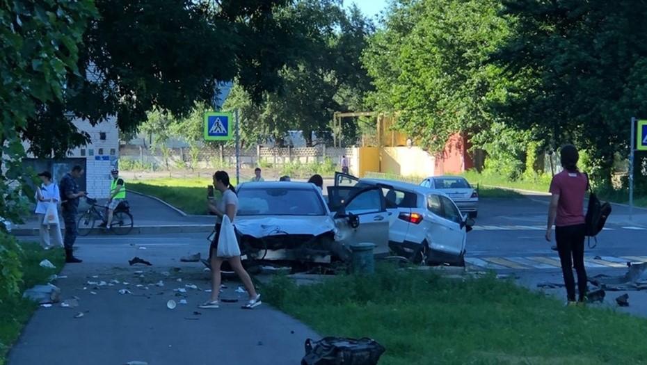 Жёсткое столкновение Mercedes и Ford в Петербурге попало на видео