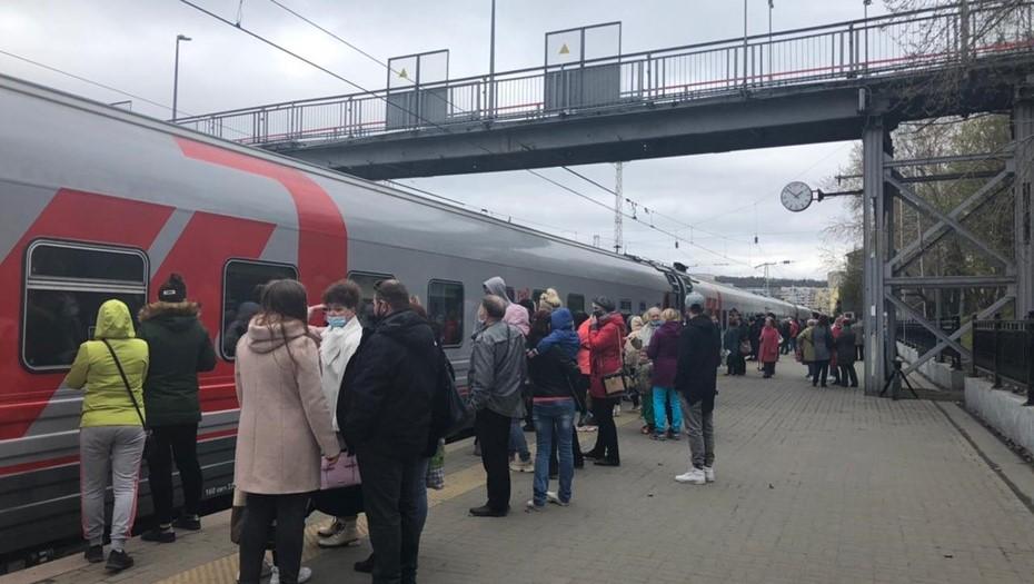 Десять детей с признаками отравления сняли с поезда Мурманск — Адлер