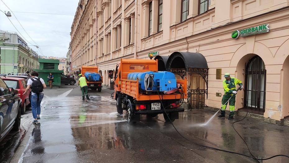 Миллионный кубометр воды в рамках сезона уборки вылили на Думской