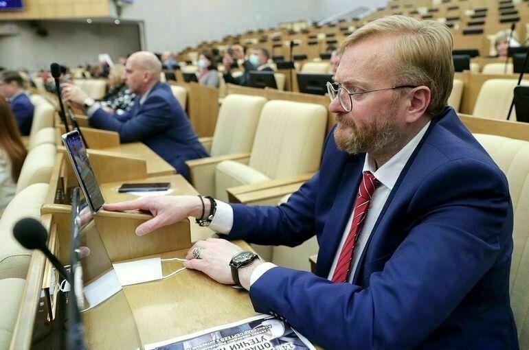 Милонов предлагает разработать «Школофоны» для учеников