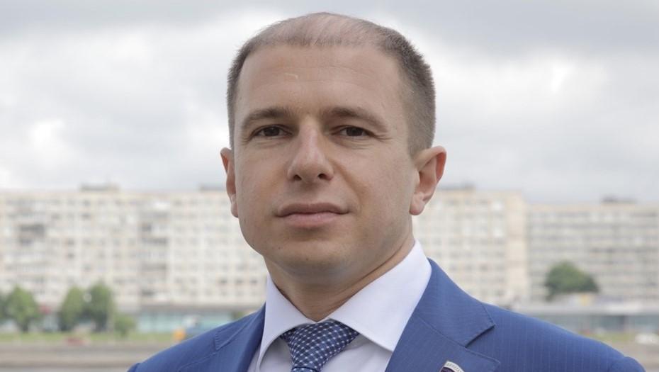Проезд авто депутата ГД Романова по закрытому мосту в Петербурге попало на видео
