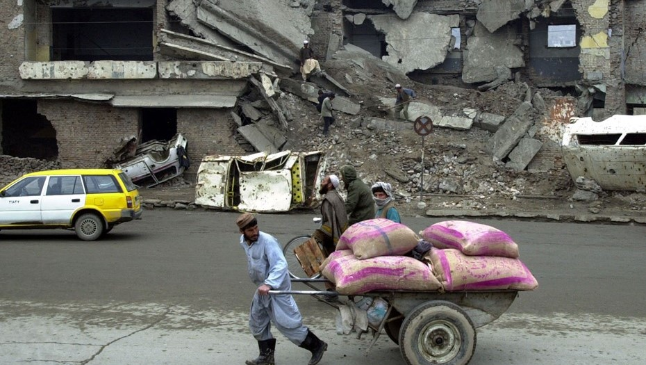 Талибы вошли в Кабул без боя и заняли дворец президента