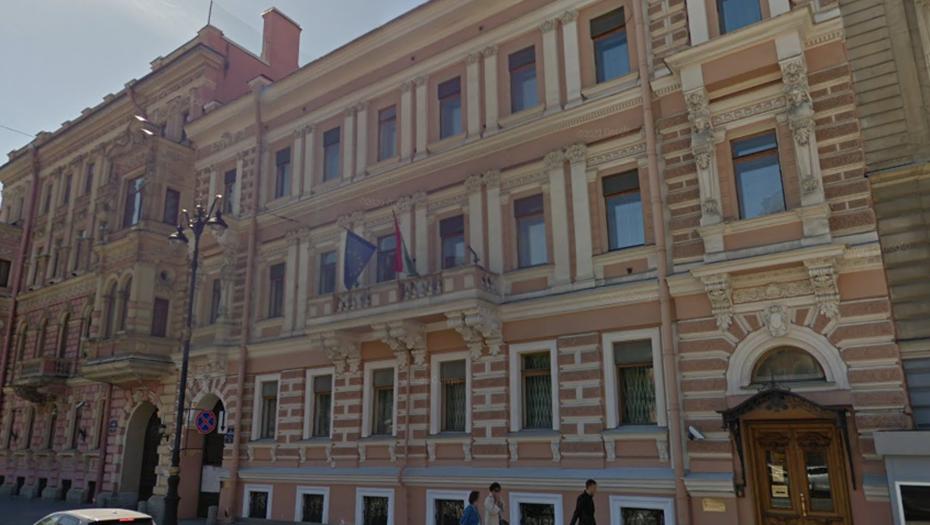 Визовый центр Венгрии в Петербурге приостановил приём заявлений