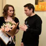 Мурманский губернатор передал мандат депутата пианистке Анне Гришко