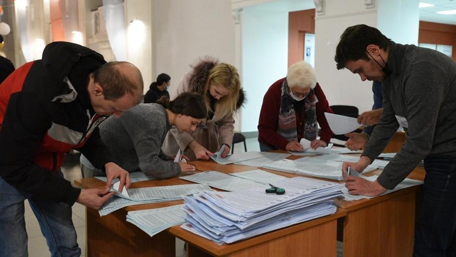 """По первым exit-poll в Петербурге """"Единая Россия"""" набрала почти 30%"""