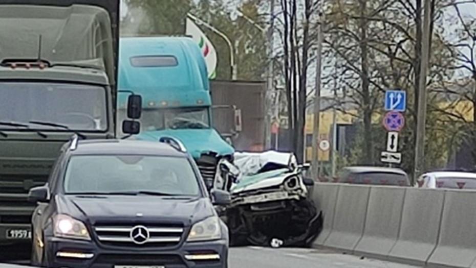 Смертельное ДТП с тремя грузовиками парализовало Московское шоссе