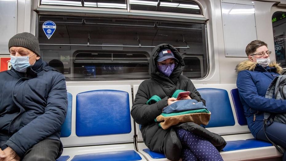 Суд отказал петербурженке в возмещении морального вреда за ношение маски