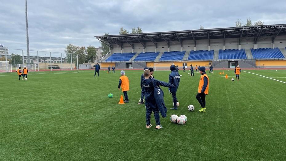 """В Пскове после 3-летней реконструкции открыли стадион """"Машиностроитель"""""""