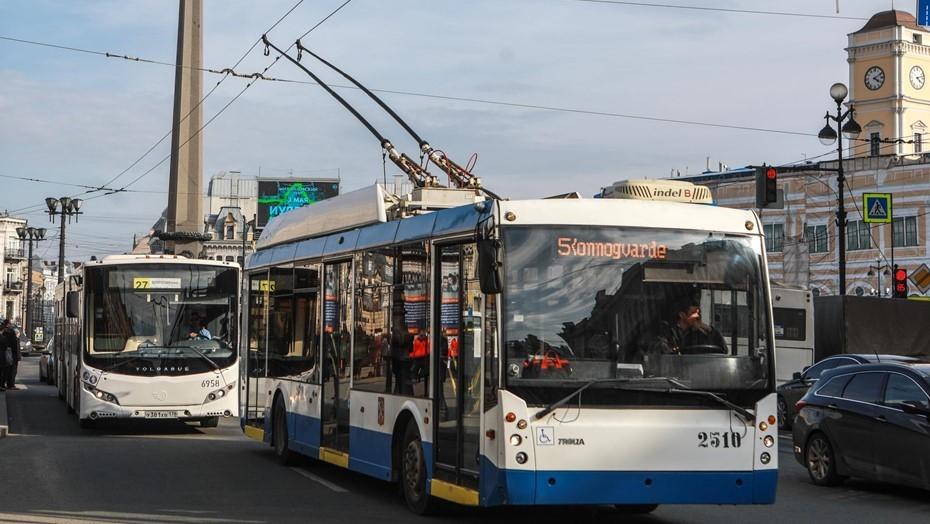 Блэкаут остановил трамваи и троллейбусы, собрал пробку в центре Петербурга