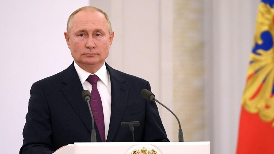 Путин приедет в Петербург на женский форум