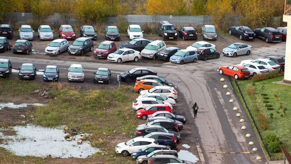 С петербуржцев за квартал собрали 4 млн рублей штрафов за парковку во дворах
