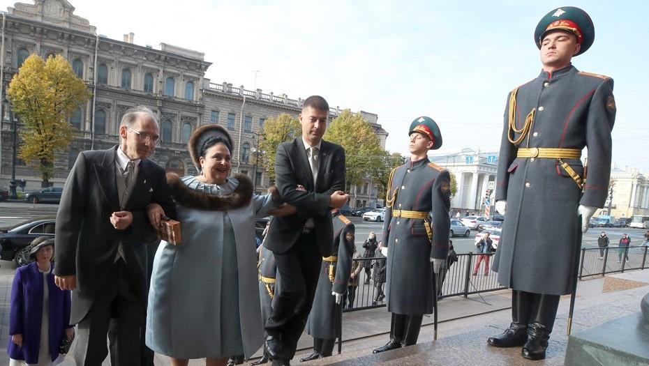Шойгу привлек к ответственности военных, отправивших почетный караул на венчание Романовых