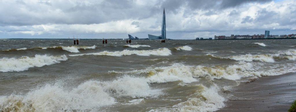 Спасите утопающих: ураганный ветер устроил Петербургу краш-тест
