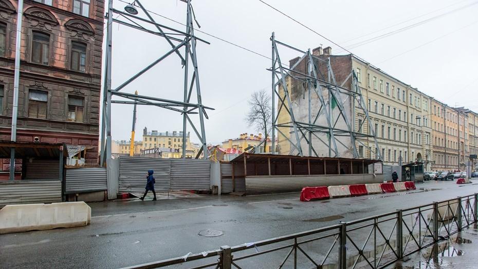 Табачную фабрику в центре Петербурга доломают из-за аварийности