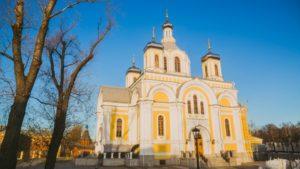 Троицкий храм на Октябрьской набережной освятили после реставрации