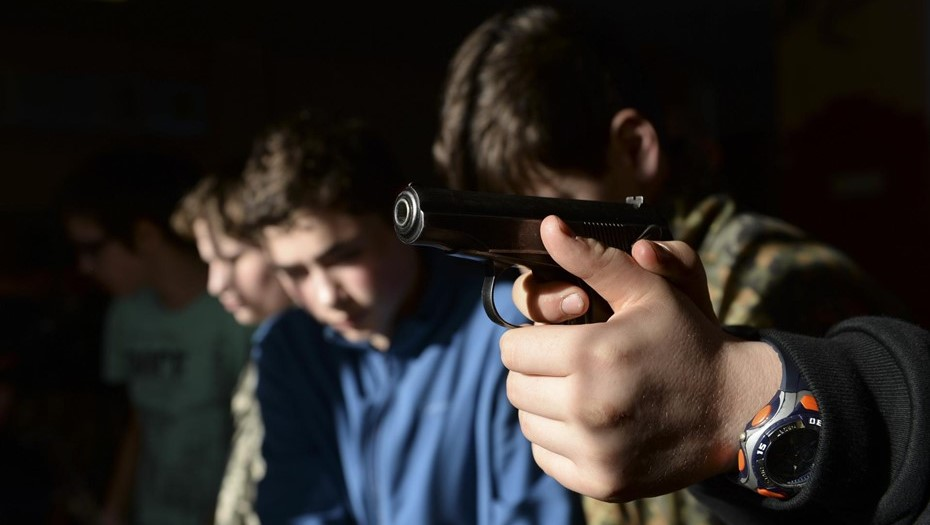 В Петербурге задержали подростков, устроивших стрельбу у Петровского колледжа