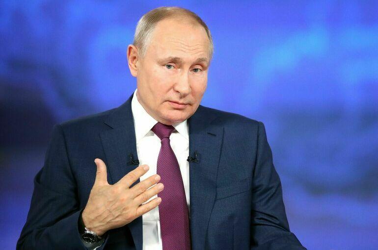 Власти продолжат улучшать систему поддержки семей с детьми, заявил Путин